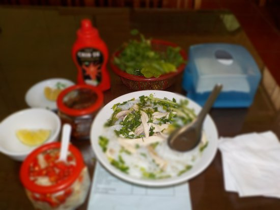 Avi Airport Hotel: Palatable tummy filling pho for only 30,000 VND