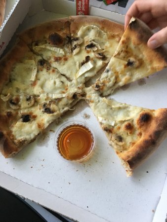 Prevessin Moens, France: Une commande parmi tant d'autre chez Street Pizza, trop bon!