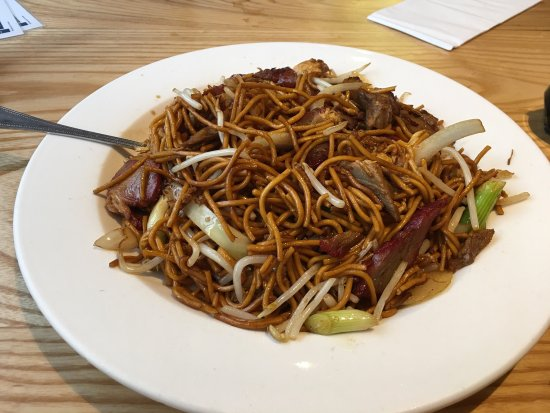 Tai Won Mein Noodle House : Big Portions Sweet and Sour Chicken and Mixed Meats Noodles.