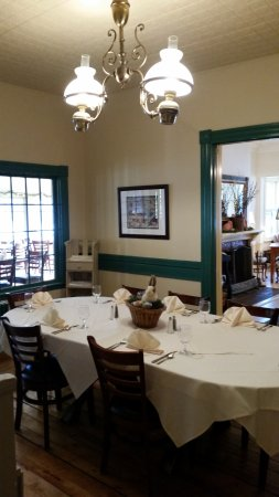 Norwich, VT : small private dining room or a place where buffet breakfast is placed for business meetings.