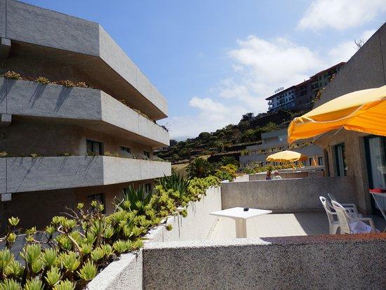 Apartamentos Turquesa Playa : dejlig solfyldt balkon