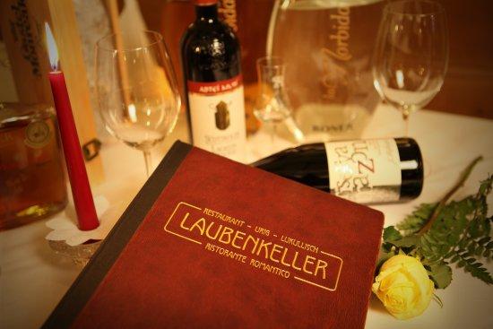 Laubenkeller: Wir verfügen über ein großes Weinsortiment.