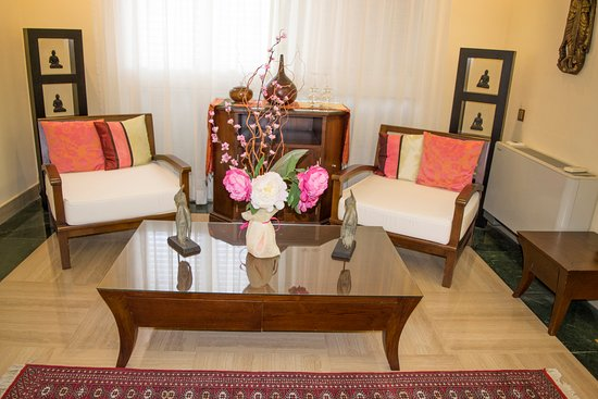 The Marbella Heights Boutique Hotel:  Previous Lounge Mandara Suite