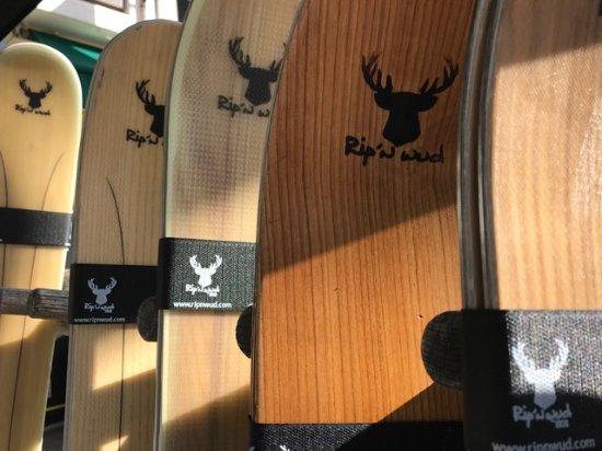 La Salle les Alpes, France: RIP'N WUD notre nouveau partenaire!! Des skis artisanaux 100% en bois pour un plaisir inégalé!!!