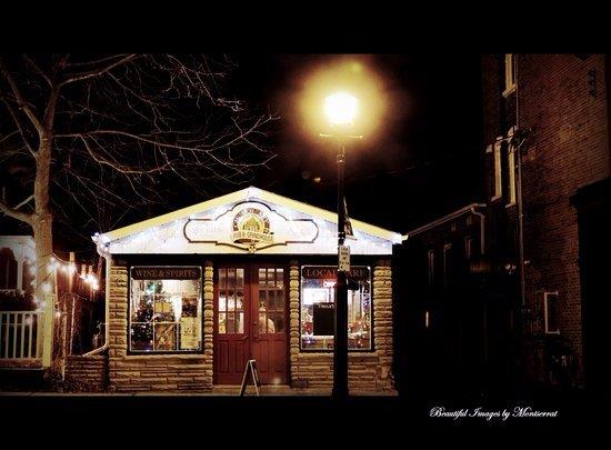 Campbellford, Canada: Pub by Night