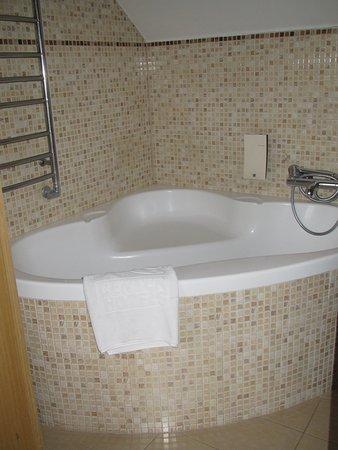 sit-down bath/shower--interesting (no curtain so be careful w ...