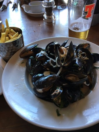 Elie, UK: Muscles & Chips