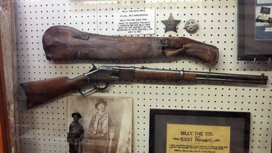 billy the kid s winchester rifle diplay picture of billy the kid