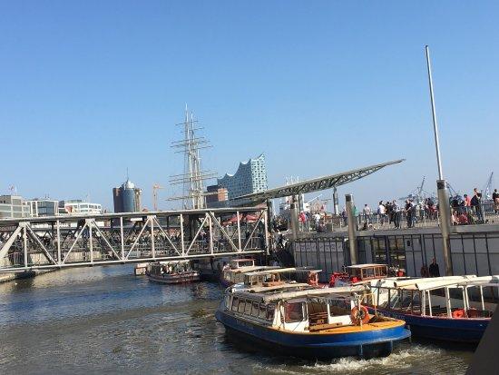 Harbor Piers: Landungsbrücken