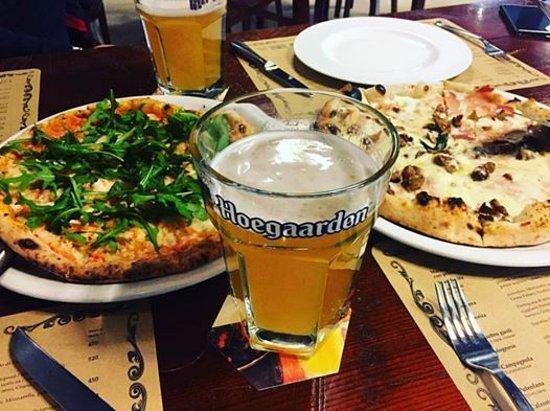 Pizzeria Napule: 2 пиццы всегда лучше, чем одна)
