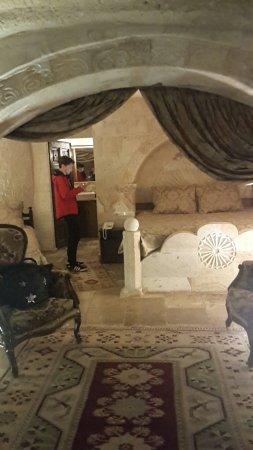 Hidden Cave Hotel: Snapchat-232058444_large.jpg
