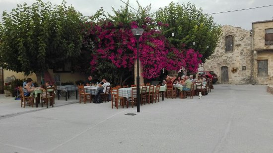 Maza, Greece: Costas Caferion