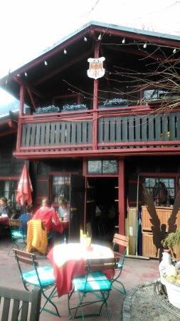Gasthaus Restaurant Buzihütte: Il locale visto da fuori, dalla terrazza esterna