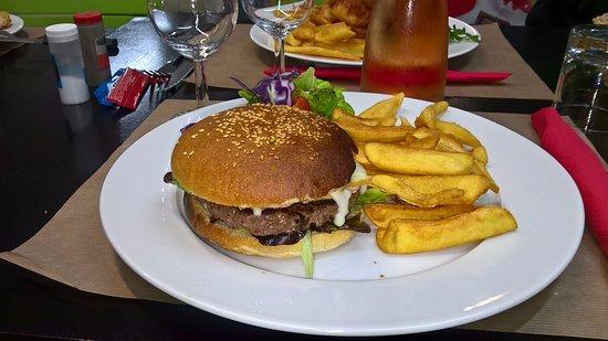 La Bree-les-Bains, Франция: hamburgers savoyard