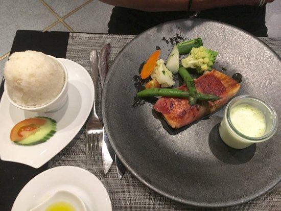 saltimbocca de saumon photo de restaurant paris bangkok bulle tripadvisor. Black Bedroom Furniture Sets. Home Design Ideas