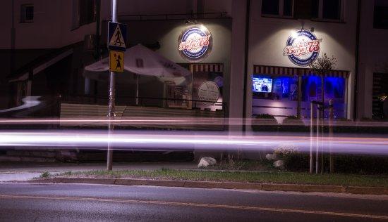 Konin, โปแลนด์: Bar Burger 73'st nocą ;)