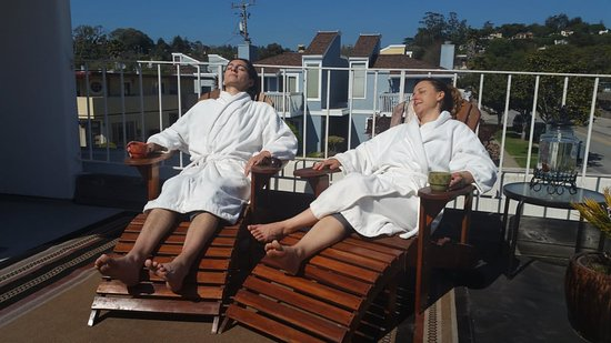 Aptos, CA: Sun Bathing, Massage Harbor