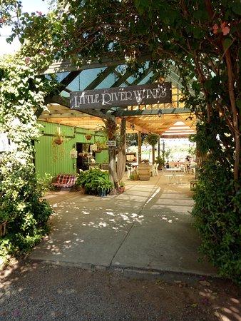 Henley Brook, Australia: The entrance.