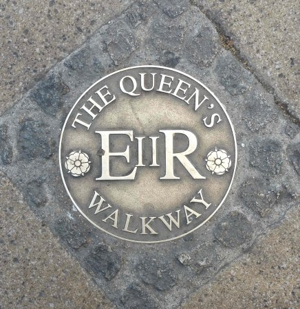 Windsor, UK: Waymarker for the Queen's Walkway