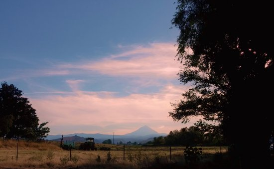 Dufur, OR: Mt Hood from the East