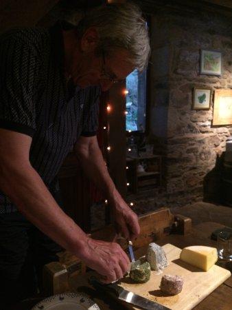 Indre, Prancis: Bij het avondeten lekkere kaas uit de streek