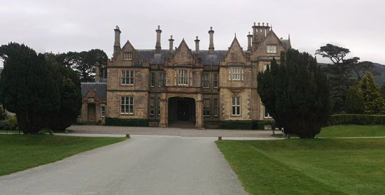 Muckross House, Gardens & Traditional Farms: Puerta principal