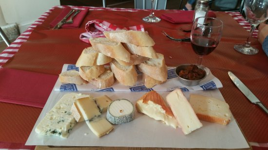 Frederic Cafe Bistro: The Frederics cheeseboard