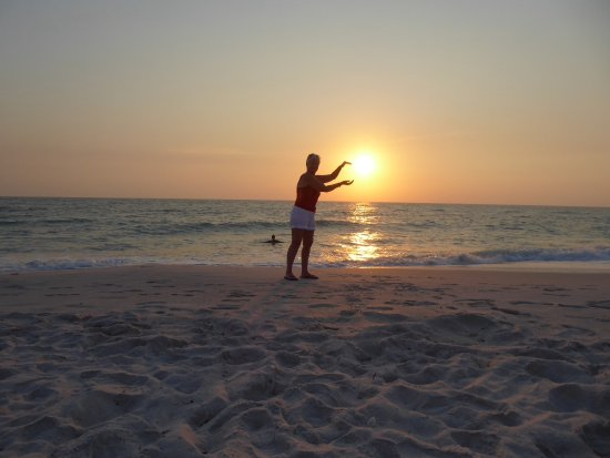 Vanderbilt Beach, FL: Fun during sunset