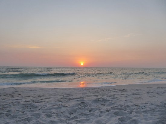 Vanderbilt Beach, FL: Sunset