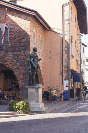 Stautua Bronzea di Giulio Cesare