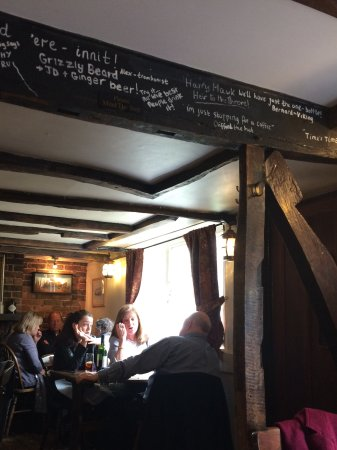 Hartfield, UK: Old beamed restaurant and bar