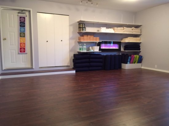 Courtenay, Canada: Come and join us for a yoga class-