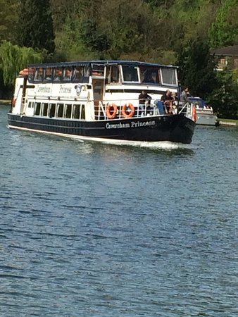 Thames Rivercruise: Very smooth sail, great crew and boat beautiful views, although cold when we visited (although i