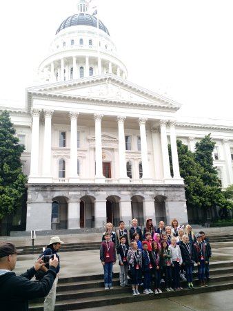 California State Capitol and Museum: Front Steps ... nice and rainy