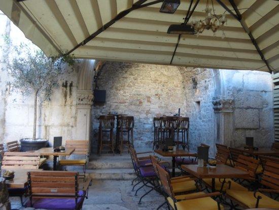 La Bodega Split Restaurant Reviews, La Bodega Furniture