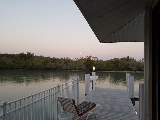 The Boat House Motel: Early morning view from the south Gazebo entrance.