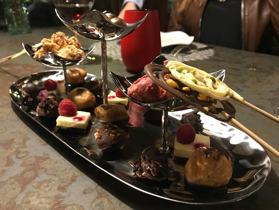 El Palmar, İspanya: great selection of petit fours
