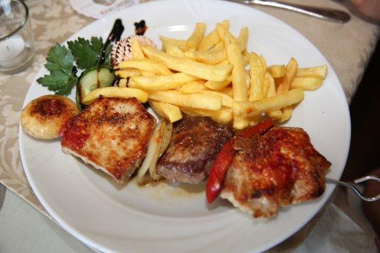 Bexbach (DE). Hotel-Restaurant Krone. Feuerspiess (Brochette de viandes de boeuf et de porc), po