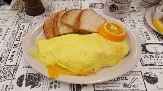 Golden Egg Omelet House: Shrimp, Mushroom, Avacado & Cheese Omelet