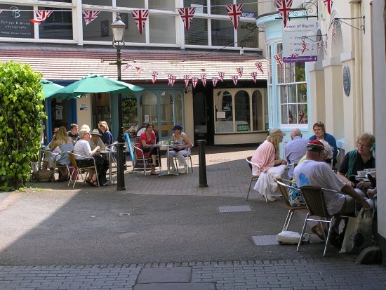 Monmouth, UK: Dining in the courtyard