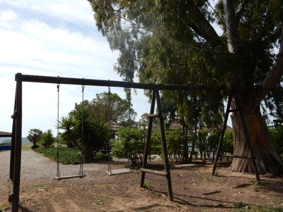 Alcacovas, Πορτογαλία: Ainda aproveitamos para andar de baloiço!!