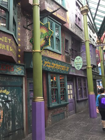 diagon alley shops picture of the wizarding world of harry potter orlando tripadvisor. Black Bedroom Furniture Sets. Home Design Ideas