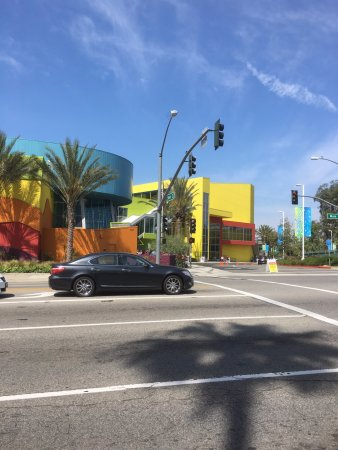 Discovery Cube Orange County: View from across the street