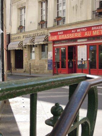Hotel Flor Rivoli from Châtelet Metro entrance.
