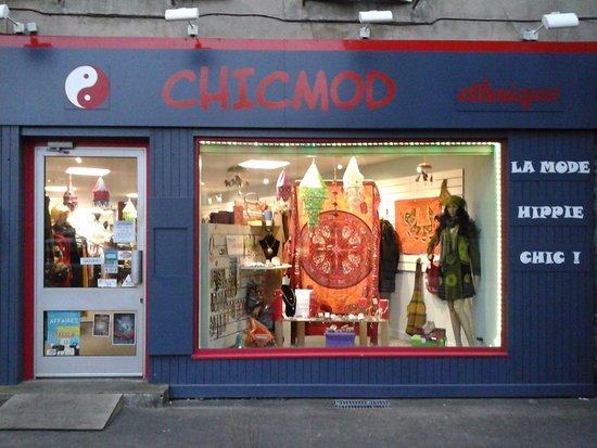 La vitrine de la boutique CHICMOD ethnique à Mazamet (Tarn 81) .