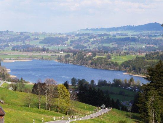 """Niedersonthofen, Germany: Niedersonthofer See ist ein herrliches Reiseziel im Allgäu mit dem Traditionsgasthof """"Zur Krone"""""""