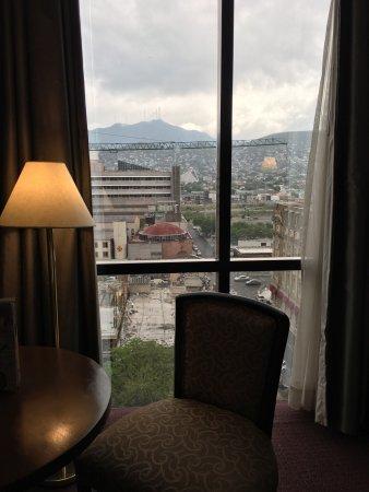 Krystal Monterrey: Excelente hotel ,excelente ubicación. Tuve un detalle pero enseguida lo resolvieron . Atentos y