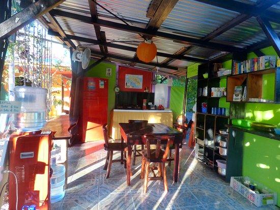Cabinas Villa Kunterbunt : Unsere neu gestaltete Gemeinschaftsküche