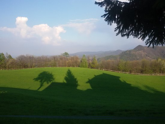Villanova Mondovi, Italia: Il prato