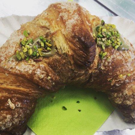 Brioche farcita al pistacchio da Gelatonatura